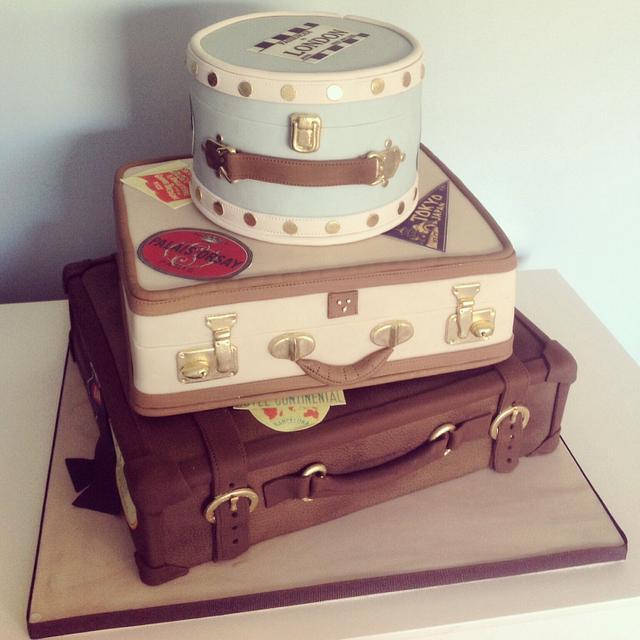 Vintage Suitcase Wedding Cake