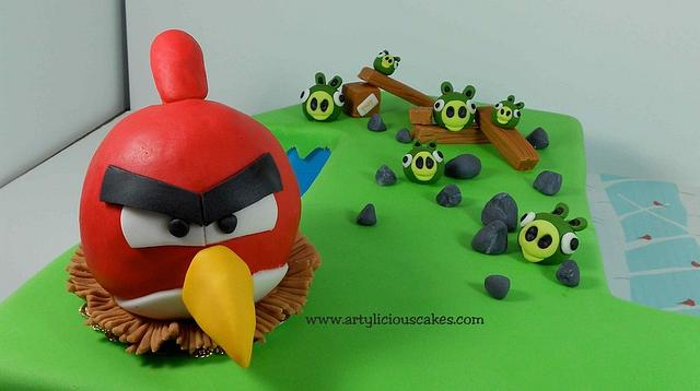 """""""One"""" Angry Birds Cake"""