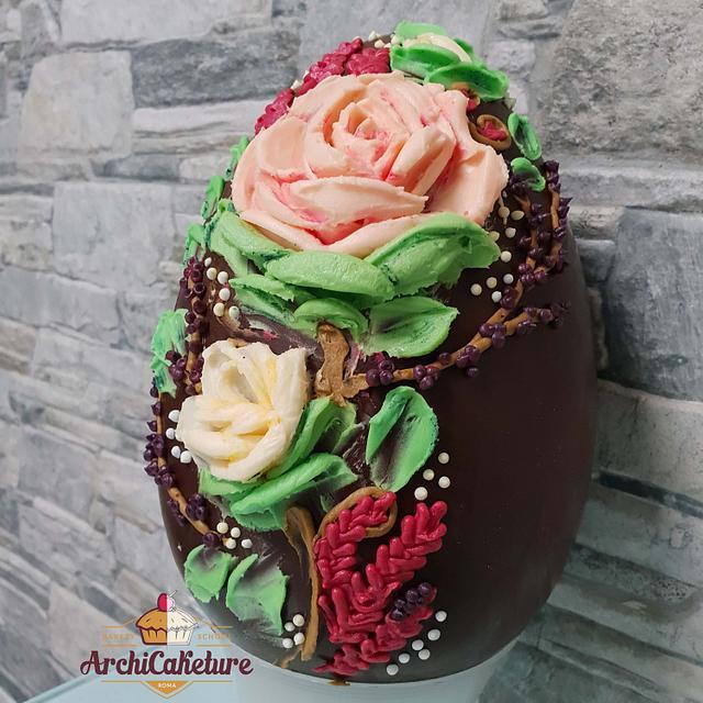 Uovo di Cioccolato Decorato