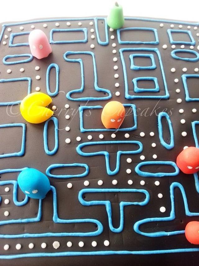 Pacman Birthday Cake & Cupcakes