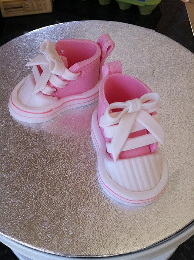 Sugarpaste baby converse shoes