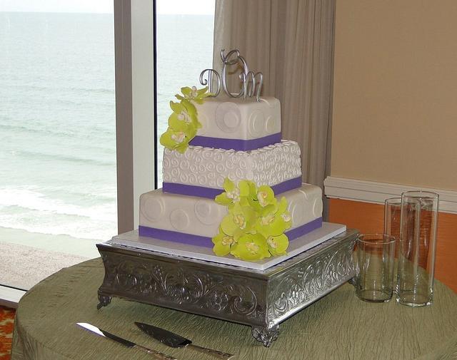Elegant Orchid Wedding Cake