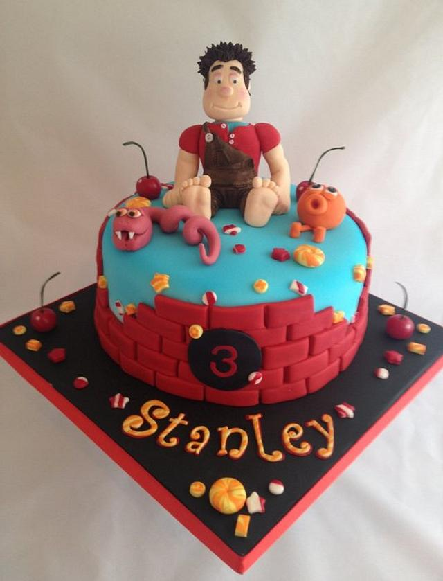 Wreck it Ralph birthday cake with matching cup cakes