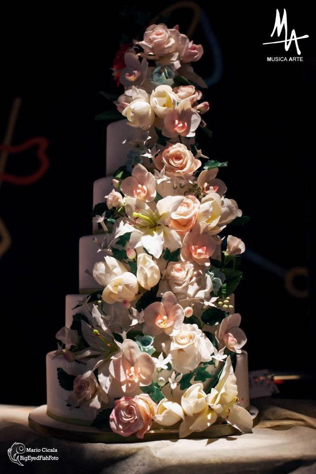 A lot of flowers for a Wedding cake