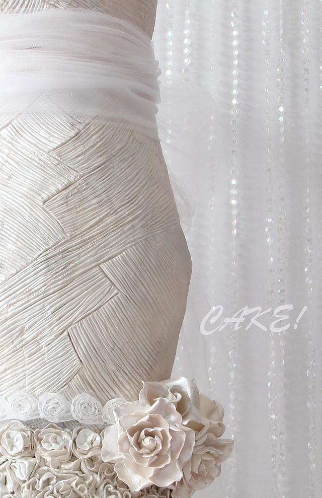 4 Foot Tall Wedding Dress Cake