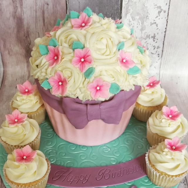 Strange Giant Cupcake Birthday Cake Cake By Lilli Oliver Cake Cakesdecor Funny Birthday Cards Online Fluifree Goldxyz