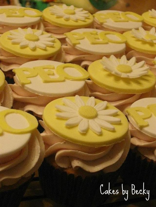 Daisy Topper Fresh Strawberry Cupcakes