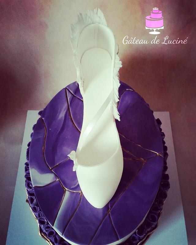 Crackle Effect Wedding High Heel Cake