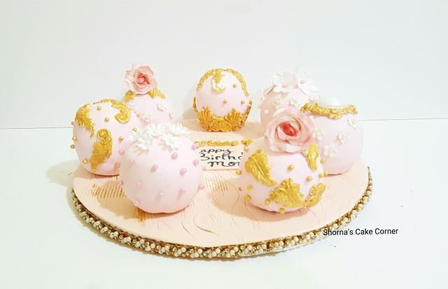 Shabby chic vintage cake