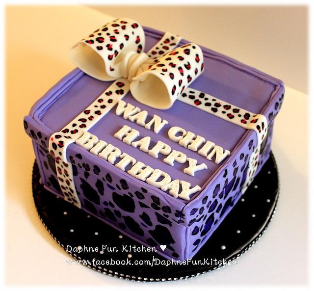 Purple leopard gift box cake