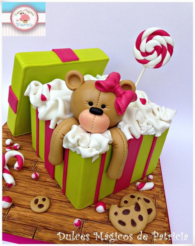 Teddy gift box cake