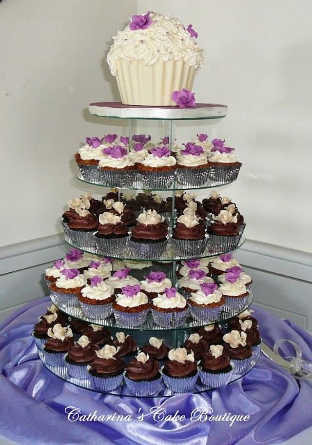 Cupcake tower with giant cupcake