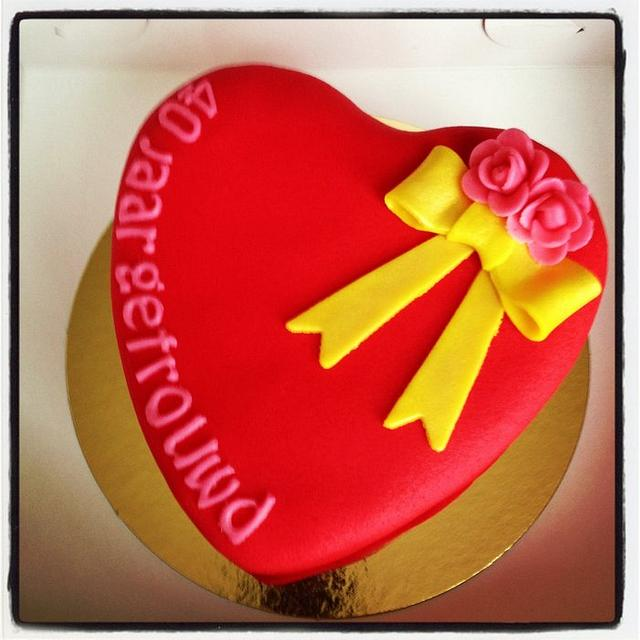 Heart anniversary cake