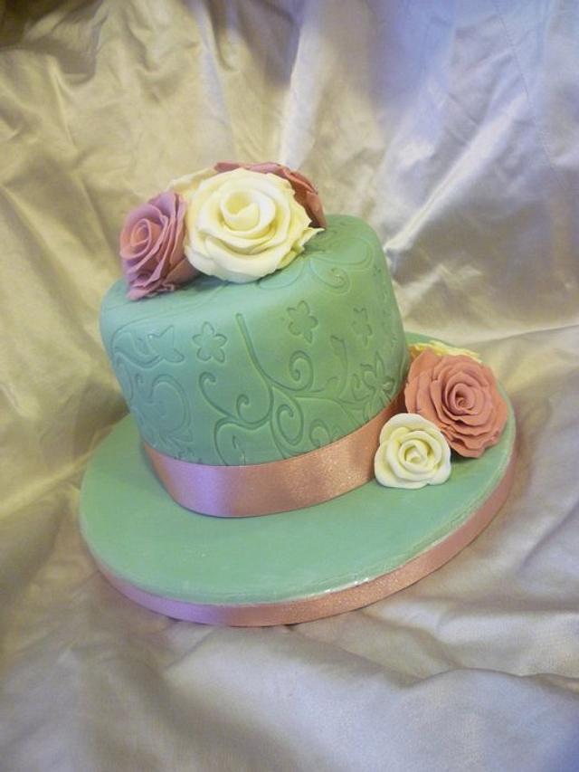 Vintage embossed mini cake