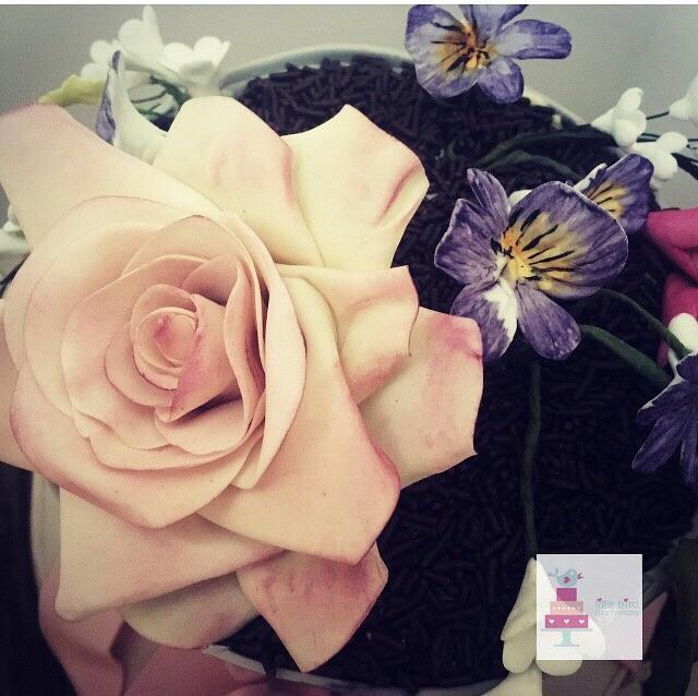 Flower pot gift cake