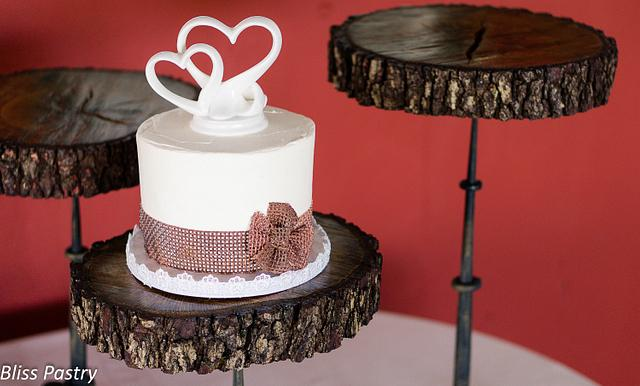 Burlap and Lace Cutting Cake