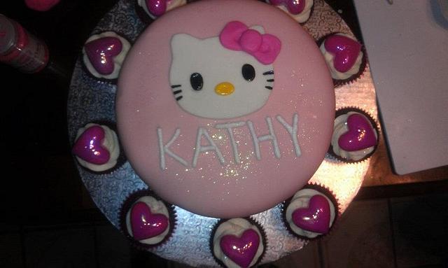 Hello Kitty Cake w/ Cupcakes