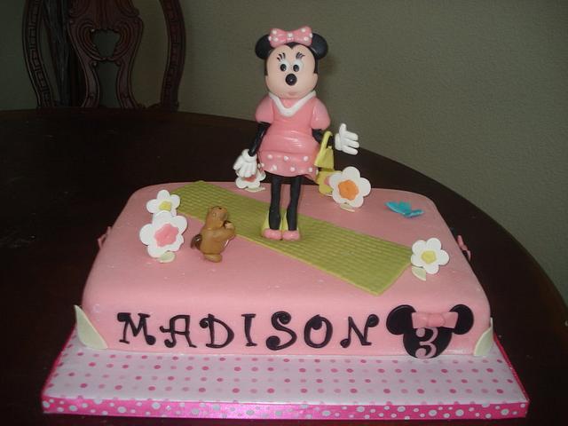 Fashionista Minnie Mouse Theme Cake