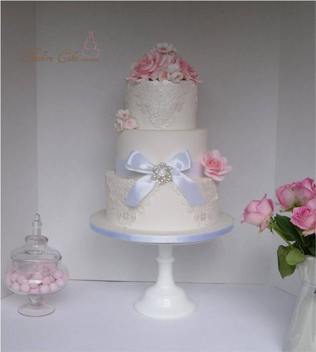 Lace and roses cake