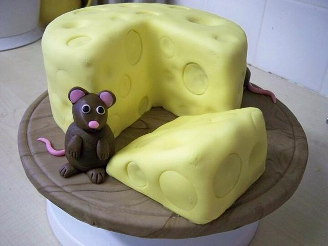 Mouse and cheeseboard