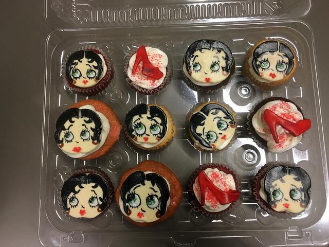 Betty book cupcakes