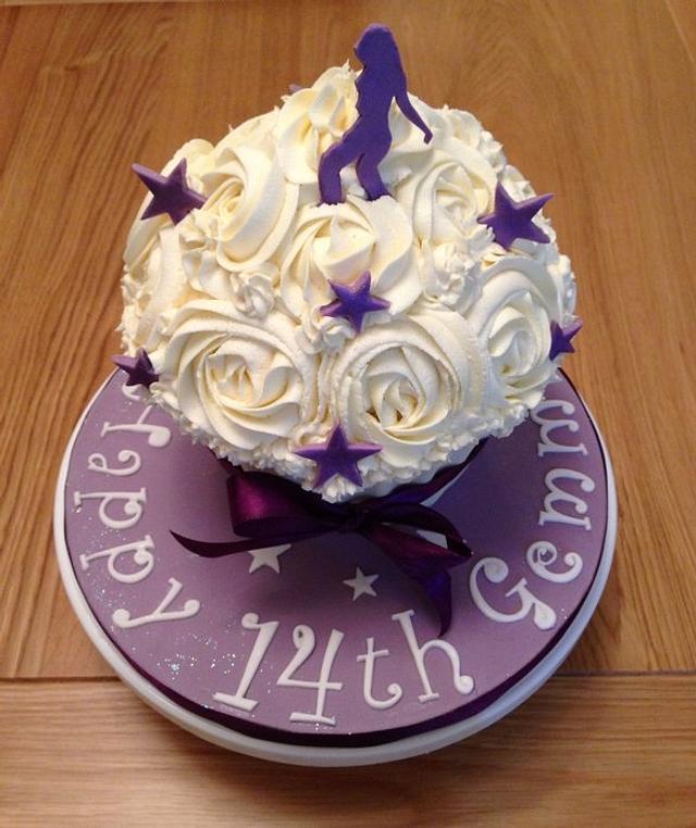 Superb Gemmas 14Th Birthday Cake Cake By Roberta Cakesdecor Funny Birthday Cards Online Ioscodamsfinfo
