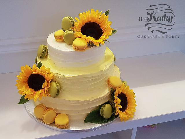 Wedding cake with sunflowers and macaroons