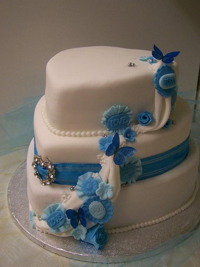 ruffles and flower wedding cake