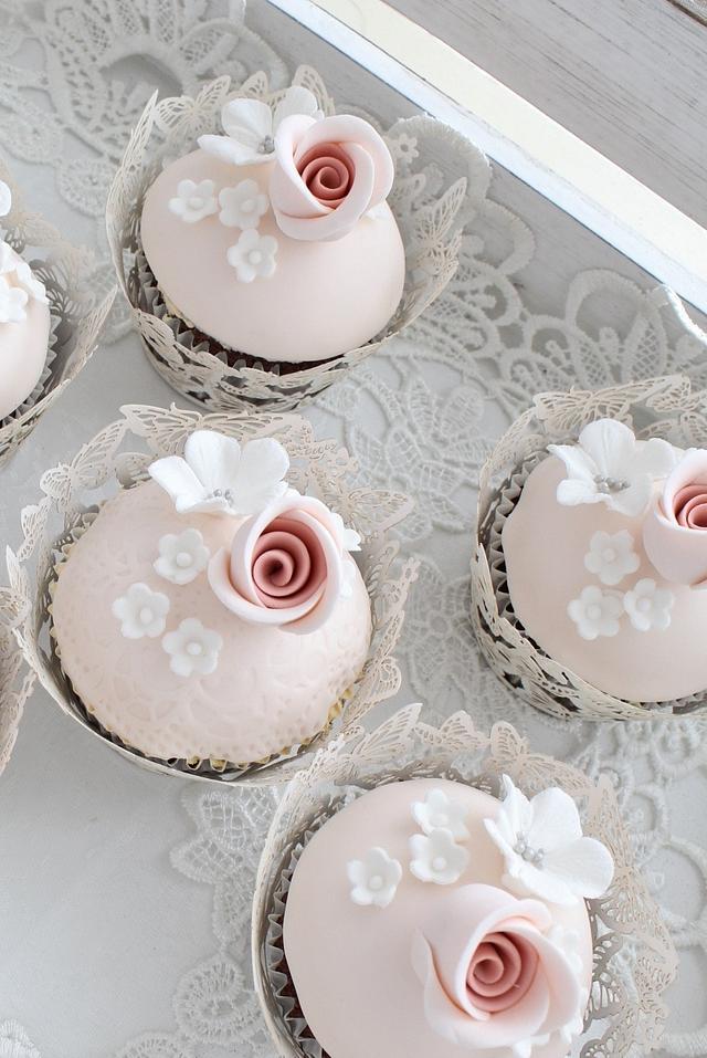 Pretty vintage cupcakes