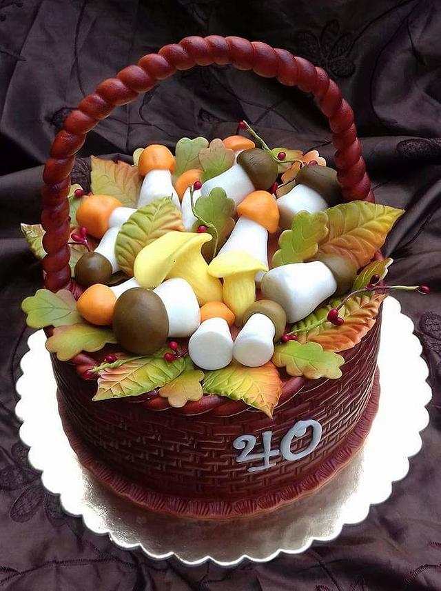 Cake basket with mushrooms