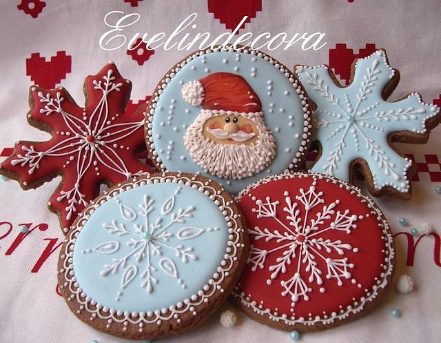 Icing cookies: Santa and snowflakes ❄️
