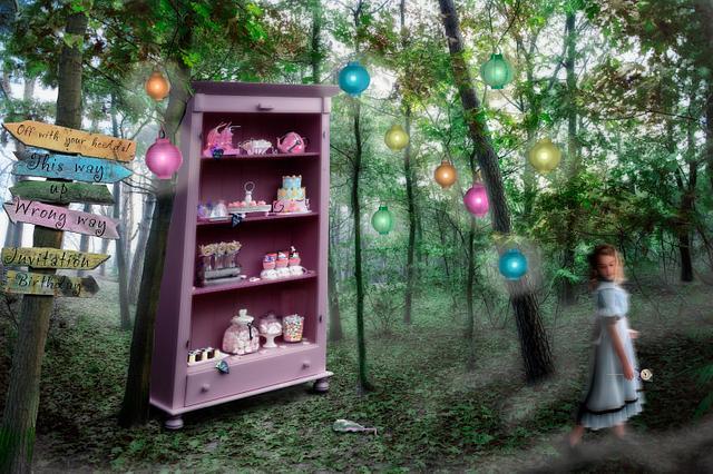 Sweet tabble Alice in wonderland