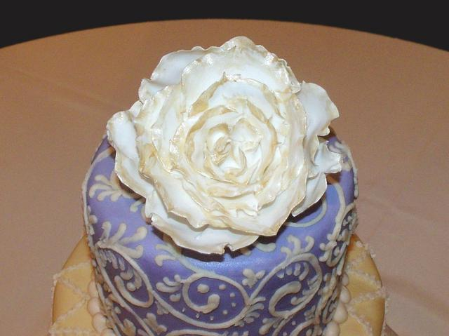 Lilac and Gold Romantic Wedding Cake