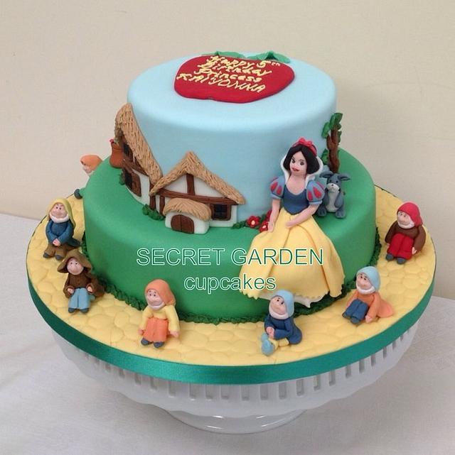 Peachy Snow White And The Seven Dwarfs Birthday Cake Cake By Cakesdecor Funny Birthday Cards Online Alyptdamsfinfo