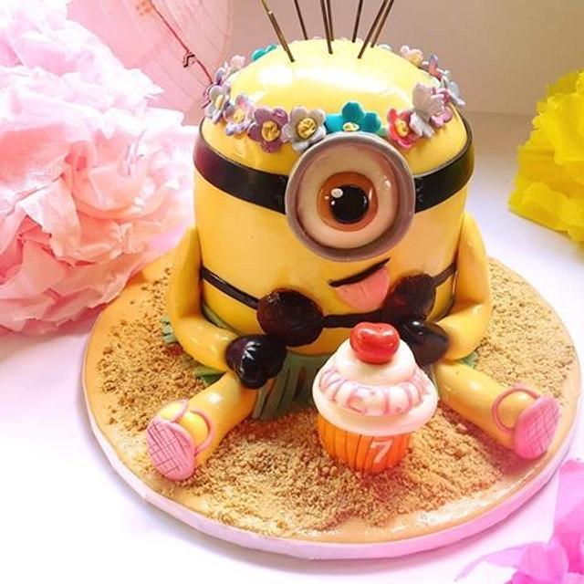Crazy Minion Hawaiian Cake
