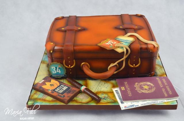 Vintage leather suitcase Birthday cake ❤️