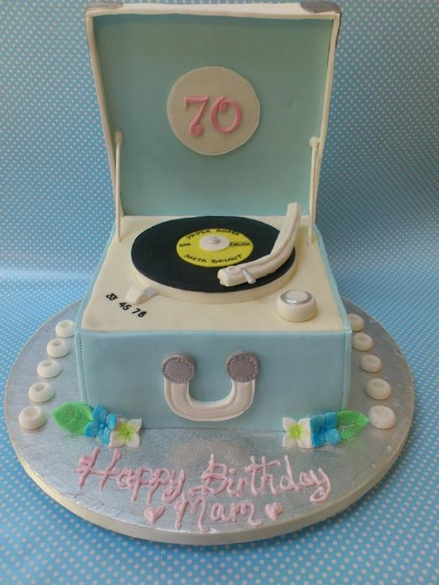 Retro Record Player Cake