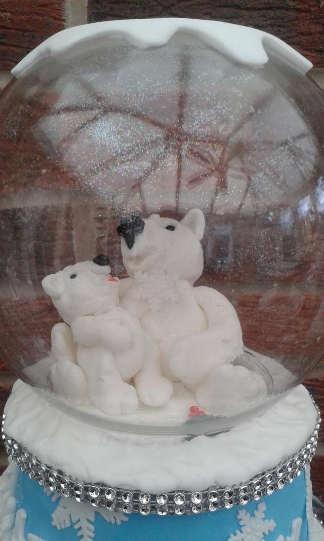 Polar bear snowglobe cake