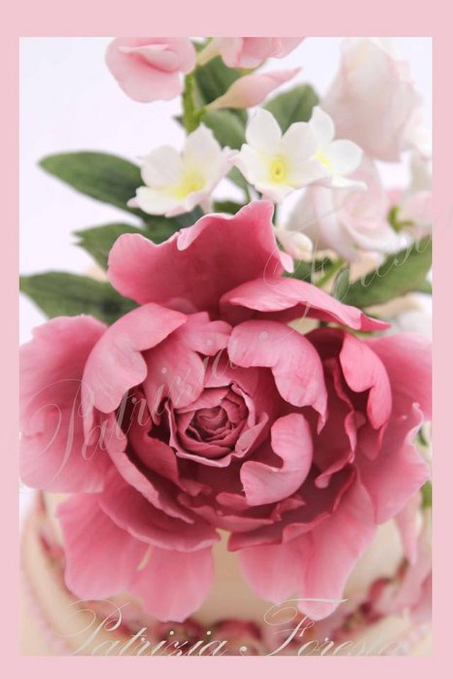 Romantic flowers cake