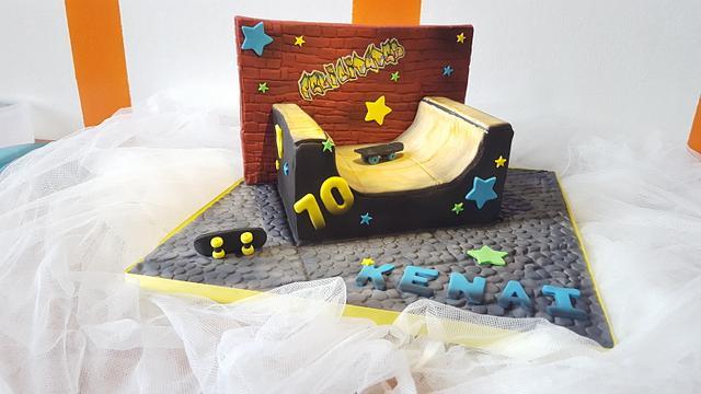 Halfpipe Skateboard Cake