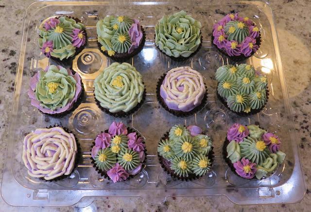 cactus flowers & succulents Swiss Meringue Buttercream cupcakes