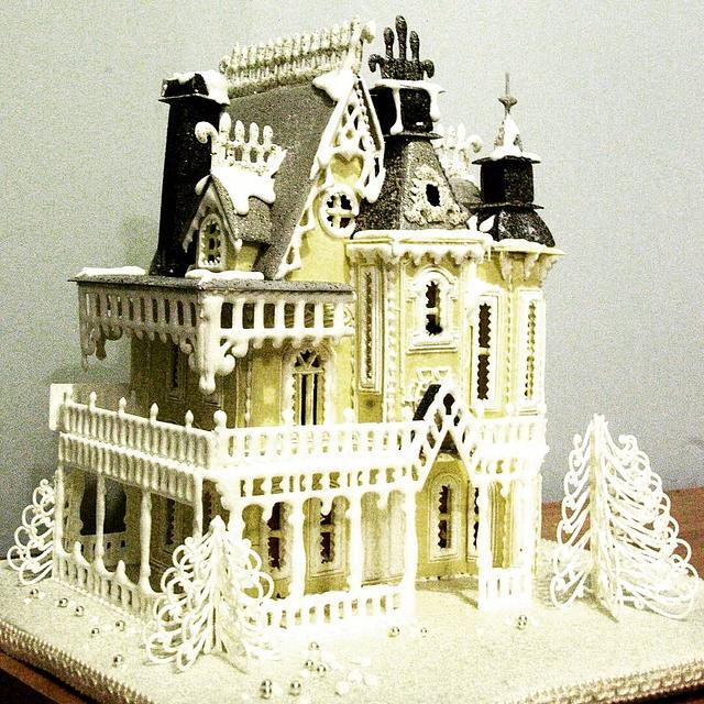 Gingerbread house challenge collaboration - art nouveau gingerbread mansion