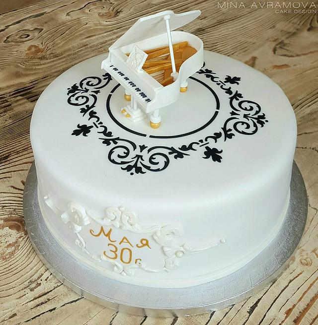 Cake White grand piano