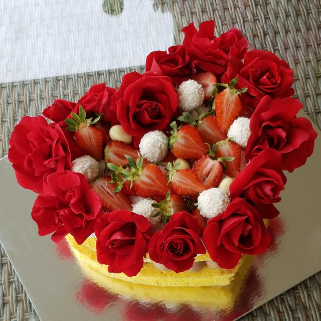 Heart and roses cake
