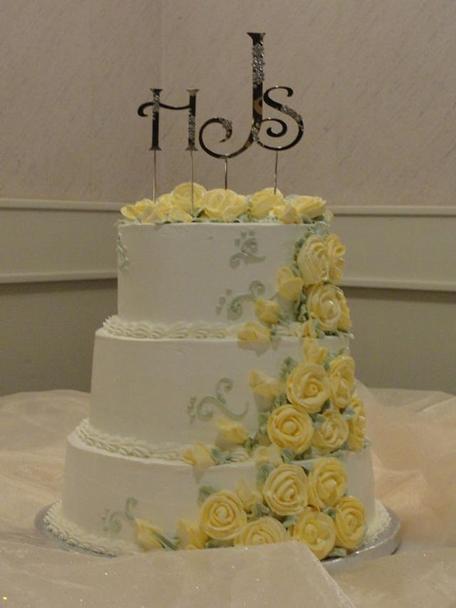 Yellow roses wedding cake