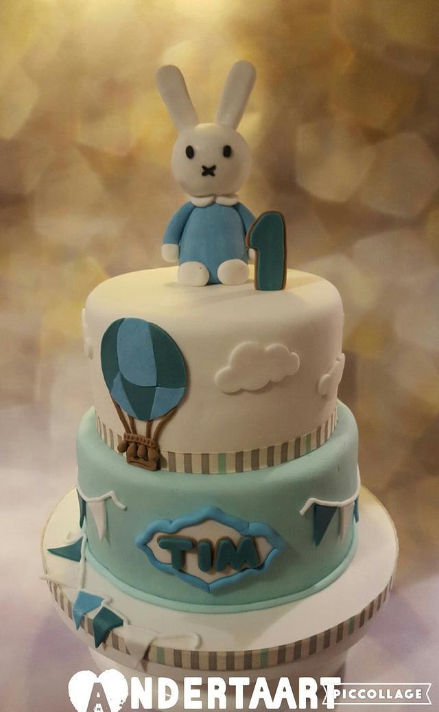 Cute bunny cake