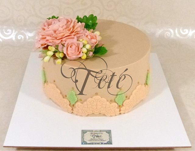 Beautiful pink bouquet cake