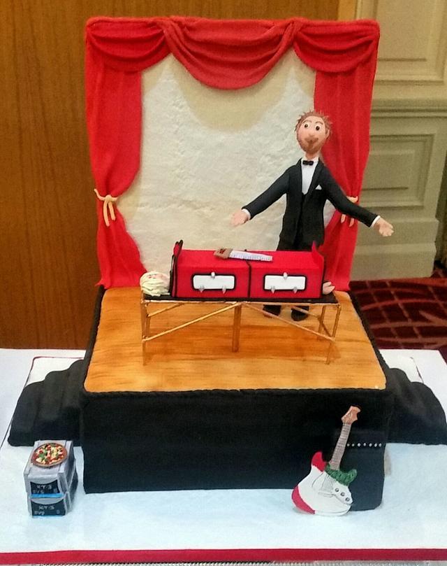 Magician grooms cake