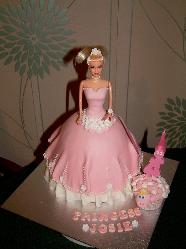 Fabulous Princess Birthday Cake With Lamb Cupcakes Cake By Cakesdecor Funny Birthday Cards Online Inifodamsfinfo