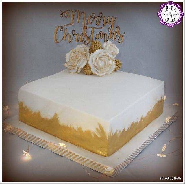 A Splash of Gold Christmas Cake